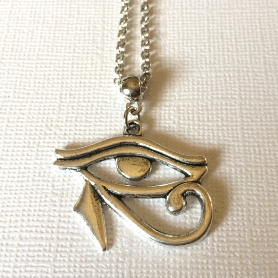 Silver eye of horus charm necklace eye of ra pendant adelo a tus favoritos para volver ms adelante aloadofball Images