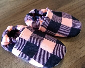 Black on coral plad crib shoes, pink baby girl shoes