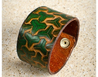"Green geometric leather cuff - 7"" wearable size"