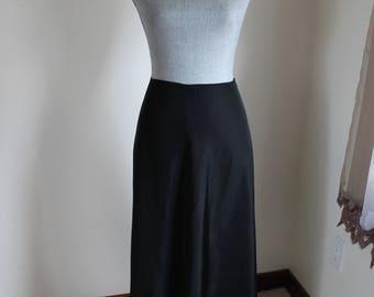 Black Maxi Slip Taffeta Petticoat, Size Medium VIntage Lingerie
