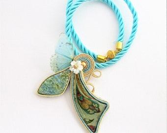 ciondolo soutache verde farfalla, collana soutache, pendente soutache, gioielli soutache, collana farfalla, collana colorata, collana foglia