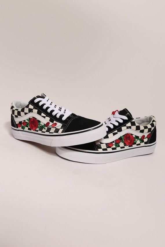 vans avec des roses