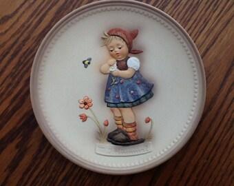 Goebel Celebration Plate Daisies Don't Tell Hummel