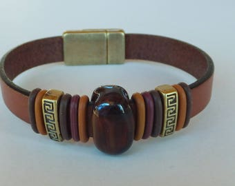 Flat leather bracelet with boro glass and a magnetic clasp