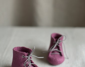 Newborn shoes, Merino wool boots, Purple raspberry baby shower gift, Custom made baby shoes with vegan leather laces