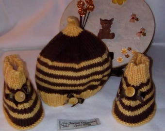 """0-3 months baby gift set hat and booties Brown and yellow """"knitted"""""""