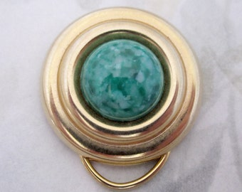 vintage gold tone w green mottled cabochon scarf sweater clip - j5895