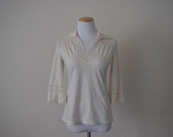 Vintage women's top minimalist plain blouse 3/4 sleeves / polyester/ 1970s/ belled sleeves. V neck/ lace detail size Medium