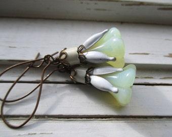 Blossom Ohrhänger, floral drop Ohrringe, Vintage Emaille und Kupfer, Brautjungfer Ohrringe, Hochzeit Schmuck