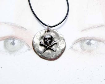 Unisex gothic pendant ; white  bronze skull .  you find it in goldy bronze in this shop. On commission in copper red. Perfect for a biker