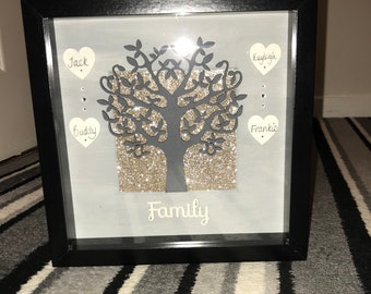 Handmade family tree frame, personalised and available in a variety of colours and styles!