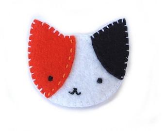Calico cat brooch cat pin, pinback button, felt brooch, cat broach, felt cat