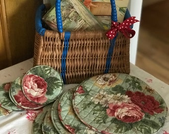 Stunning vintage floral quilted place mats and coasters.