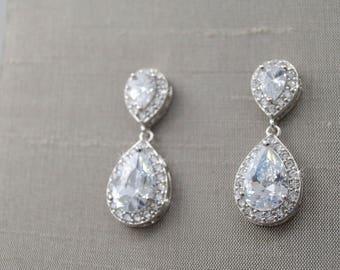 Bridal Drop Earrings, FREE SHIPPING, Crystal Drop Earrings,  Wedding Jewelry, Bridesmaid Earrings, Swarovski Crystal earrings, Crystal drop
