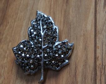 Vintage  Jewelry Cubic Zirconia Brooch Liaf Pin Designer Weiss  E-058