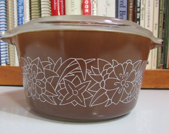 1 Liter Woodland Brown Pyrex Casserole with Lid