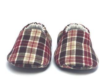 3-6mo RTS Baby Moccs: Cranberry Brown Plaid / Crib Shoes / Baby Shoes / Baby Moccasins / Vegan Moccs / Soft Soled Shoes / Montessori Shoes