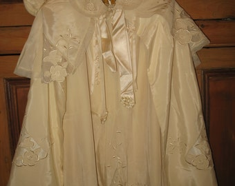 Dress and cape old. Set of vintage 1947.vetement ecru color baby baptism.