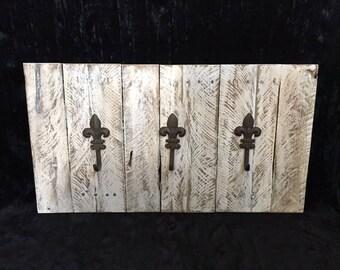 Reclaimed Pallet Wood Fluer De Lis Wall Hanging Rack