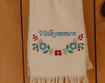 Embroidered Valkommen Flowers Swedish Towel FT30