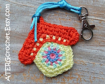 BIRDHOUSE key ring 'red' by ATERGcrochet