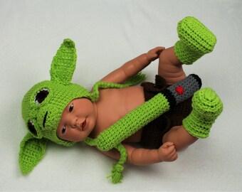Crochet Baby Yoda outfit, baby Yoda hat, baby Yoda costume, crochet Yoda hat, newborn Yoda prop, star wars inspired, comic con, newborn Yoda