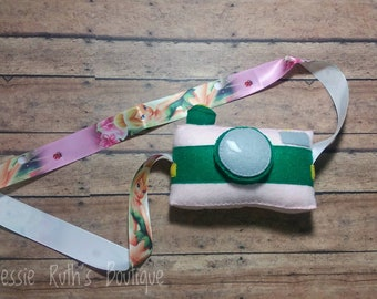 Pretend camera/ felt camera/ plush camera/ camera toy/ pretend play/ Montessori toy/ toddler toy/ toddler gift/ boy gift/ girl/ tinkerbell