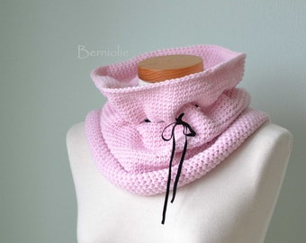 SALE, HALF PRICE,  Pink crochet cowl H827