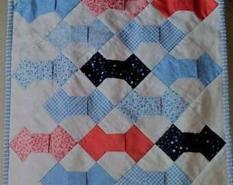 Patchwork Baby Quilt. Bowtie block.