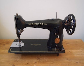 Singer Sewing Machine, Vintage Table Sewing Machine, Sewing Room Decor, Shop Display, Props and Styling, Black and Gold Home Decor, Crafts