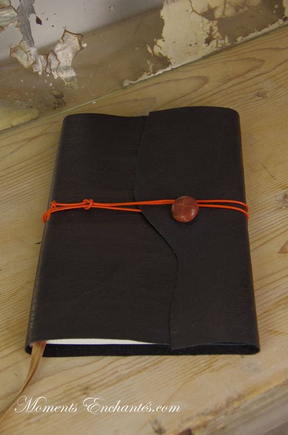 """Carnet des invites  """" L'art de vivre à la française """" leather book mothers' Day"""