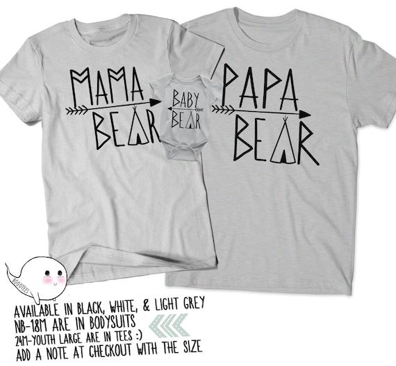 Mama Bear Daddy Bear Est 2018 Shirt Mommy Daddy Tshirts Pregnancy Announcement V-Neck Arrow Circle Shirt Established Shirt 6UdIB3MJ