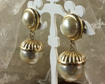 Big Bold Faux Pearl Cabochon Bead Earrings Unsigned Clip On 1970's 1980's Gold Tone Metal Bead Caps Rims Chanel Style Haute Couture Style
