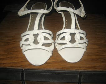 Size 7 1/2 Cute White Sandal Pumps/Low Heels