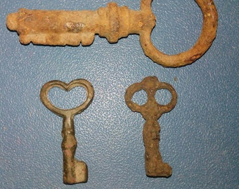 Set of three keys of the 19th century