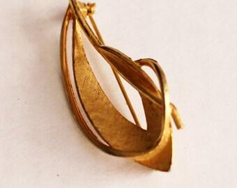 Vintage Gold Petal Pin