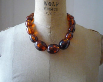 Vintage Chunky Lucite Graduated Amber Root Beer Oval Bead Gold Tone Necklace