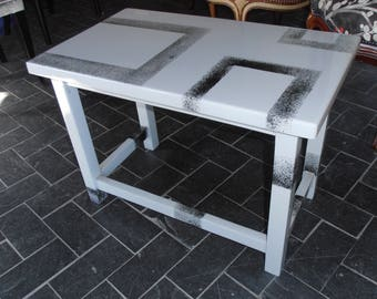Low graphic table square