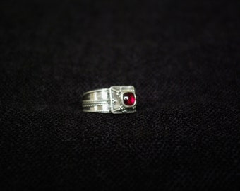 Architectural 925 sterling silver and Garnet ring