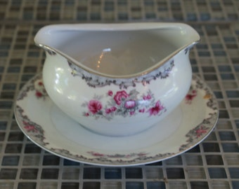 Meito Corsage Gravy boat with attached underplate