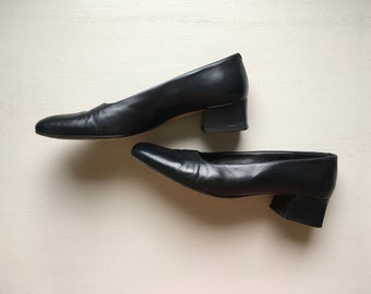 Vintage black leather pumps, 80s heels, 90s heels, made in Italy
