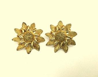 Vintage GOLD TONE Flower Clip On Earrings