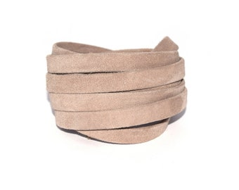 20 - 50 cm or 1 meter leather 10 mm flat suede beige (higher quality)