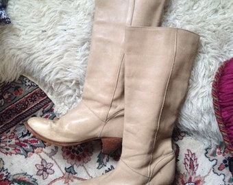 Vintage 1960s 1970s Frye Cream Tan Leather Knee High GoGo Mod Riding Boots Small Stacked Heel size 7