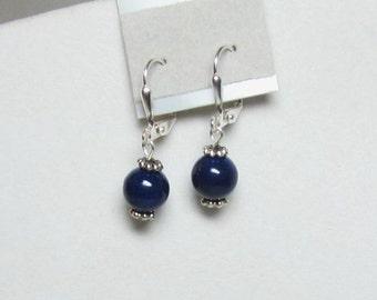 Classique boucles d'oreilles perles bleu marine foncé Riverstone perles ou des perles de Pierre de rivière Rouge
