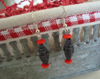 Earrings made of corrugated cardboard black and red glass beads