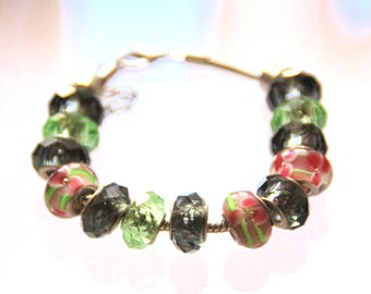 """The collection """"The whims of Millie"""" bracelet made of green beads"""