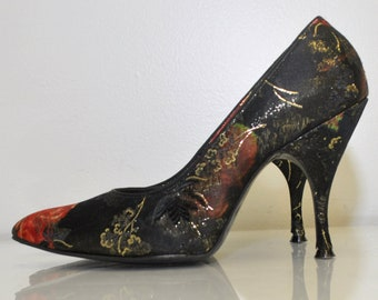50s Womens Heels / Vintage 1950s Shoes / Vintage Stiletto Heels / Vintage Pumps / Vintage 50s Floral Black Heels / Davito / Size 5.5