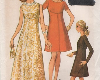 Simplicity 8498 A Line with Front Seam Interest  VINTAGE © 1969 Size 8 Miss Petite