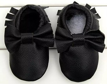 12-18mo BLACK Leather moccasins with bow,slip-on baby shoe, baby moccs, leather shoes, baby feet, soft baby shoes, toddler shoes, baby shoes
